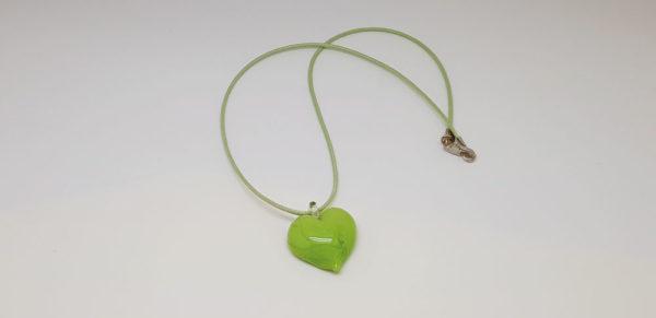 Pendentif en forme de cœur de couleur vert