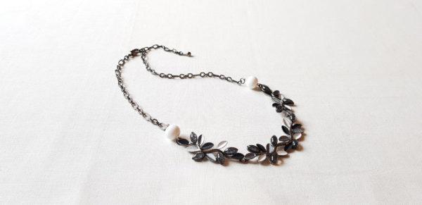 Collier 2 perles blanche en verre de Murano
