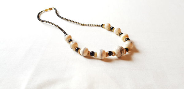 Collier en perle de couleur ivoire en verre de Murano