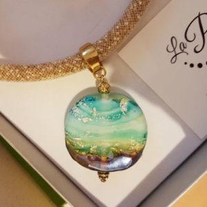Colliers de perles et pendentifs en verre de Murano