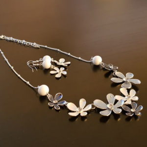 Parure fantaisie perles blanches en verre de Murano
