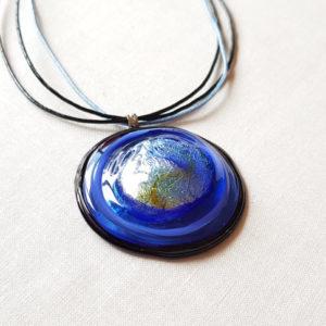 Pendentif rond bleu et noir verre de murano