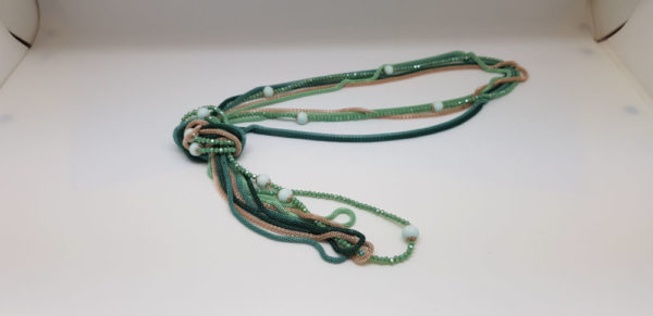 Sautoir 11 perles vertes dépolies en verre de Murano